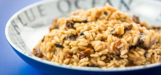 Risotto-acciughe-olive-pomodori-secchi