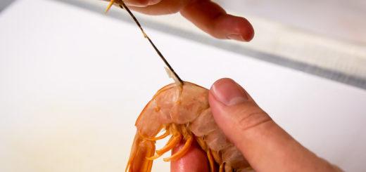 Rimuovere l'intestino alle mazzancolle