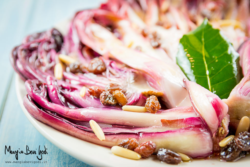 Radicchio di Treviso marinato con pinoli e uvetta