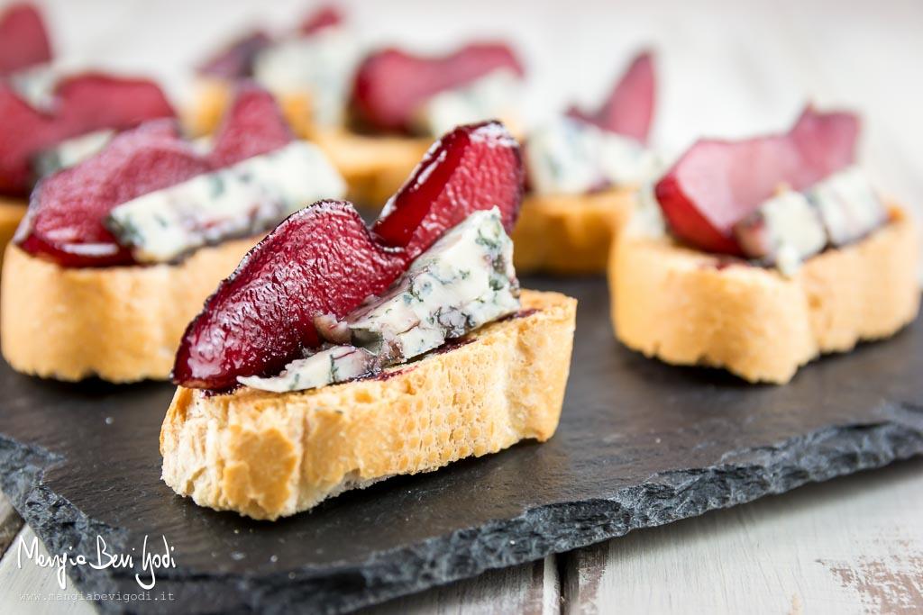 Crostini-pere-vino-gorgonzola