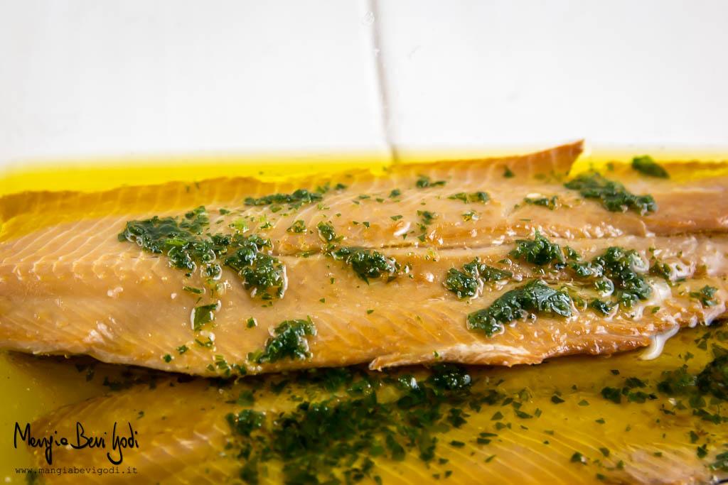 aringa-affumicata-marinata-con-olio-limone-aglio-prezzemolo