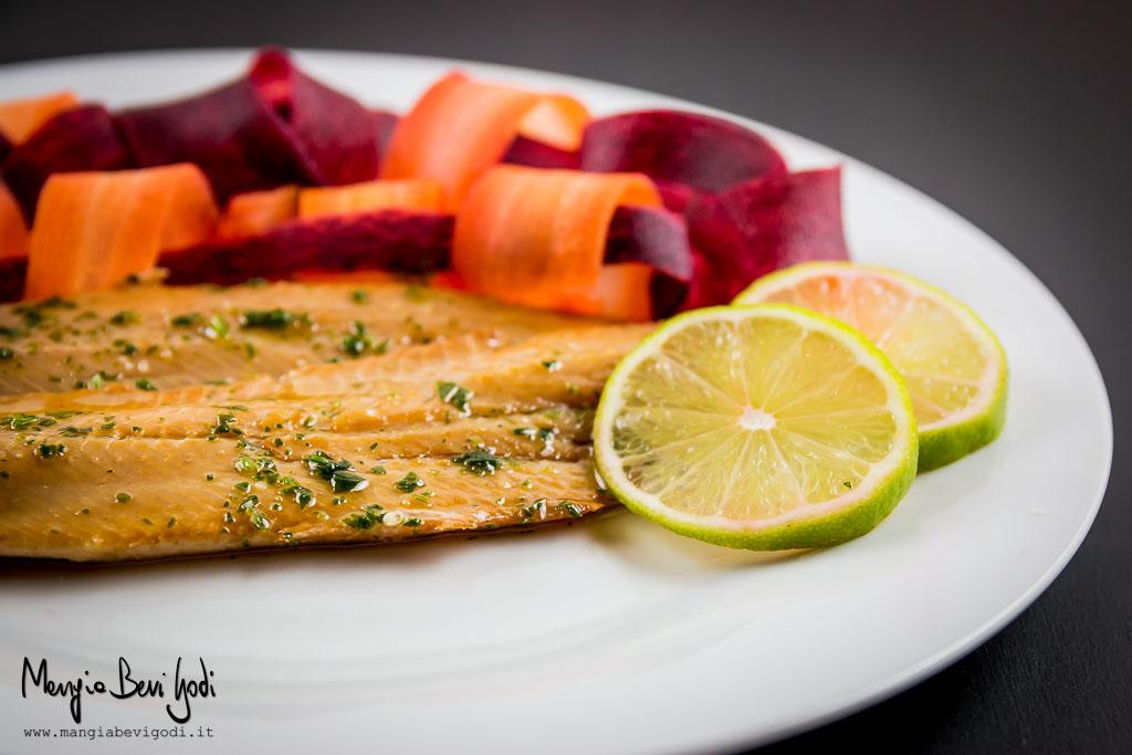 Filetti-di-aringa-marinati-con-carote-arancio-viola-al-limone