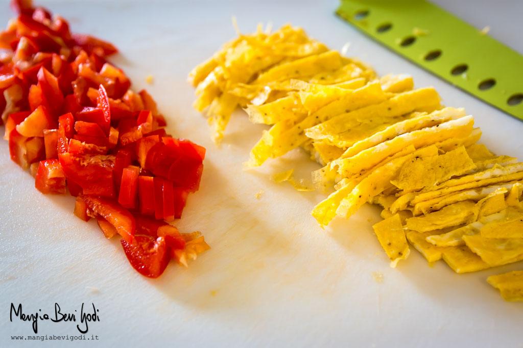 tagliare-frittata-peperoni