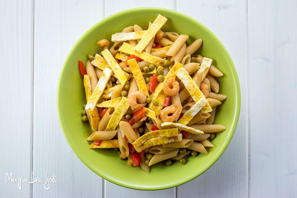 pasta-cantonese-gamberetti-uova-peperoni-piselli
