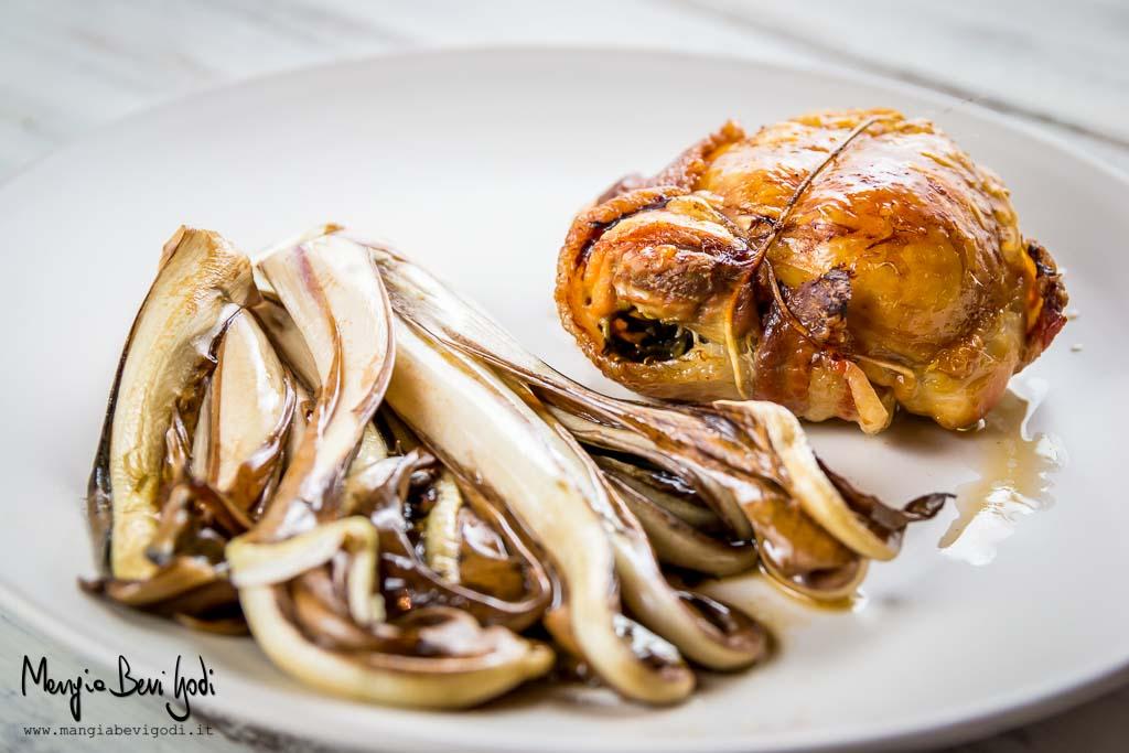 Sovracosce di pollo al forno con pancetta e radicchio di Treviso