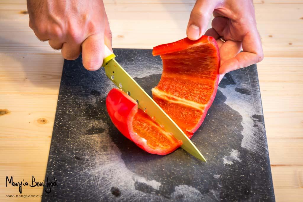 Tagliare i peperoni a falde