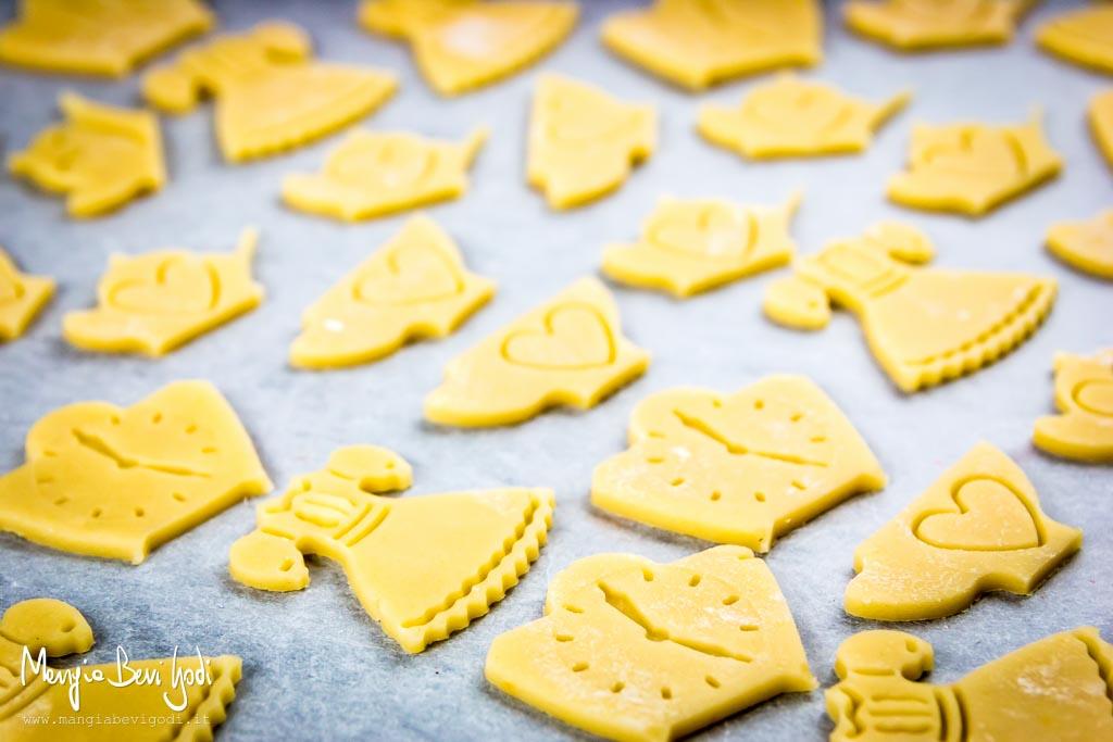 Cottura teglia di pasta frolla per biscotti