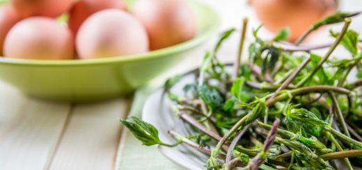 Bruscandoli, uova e cipolla