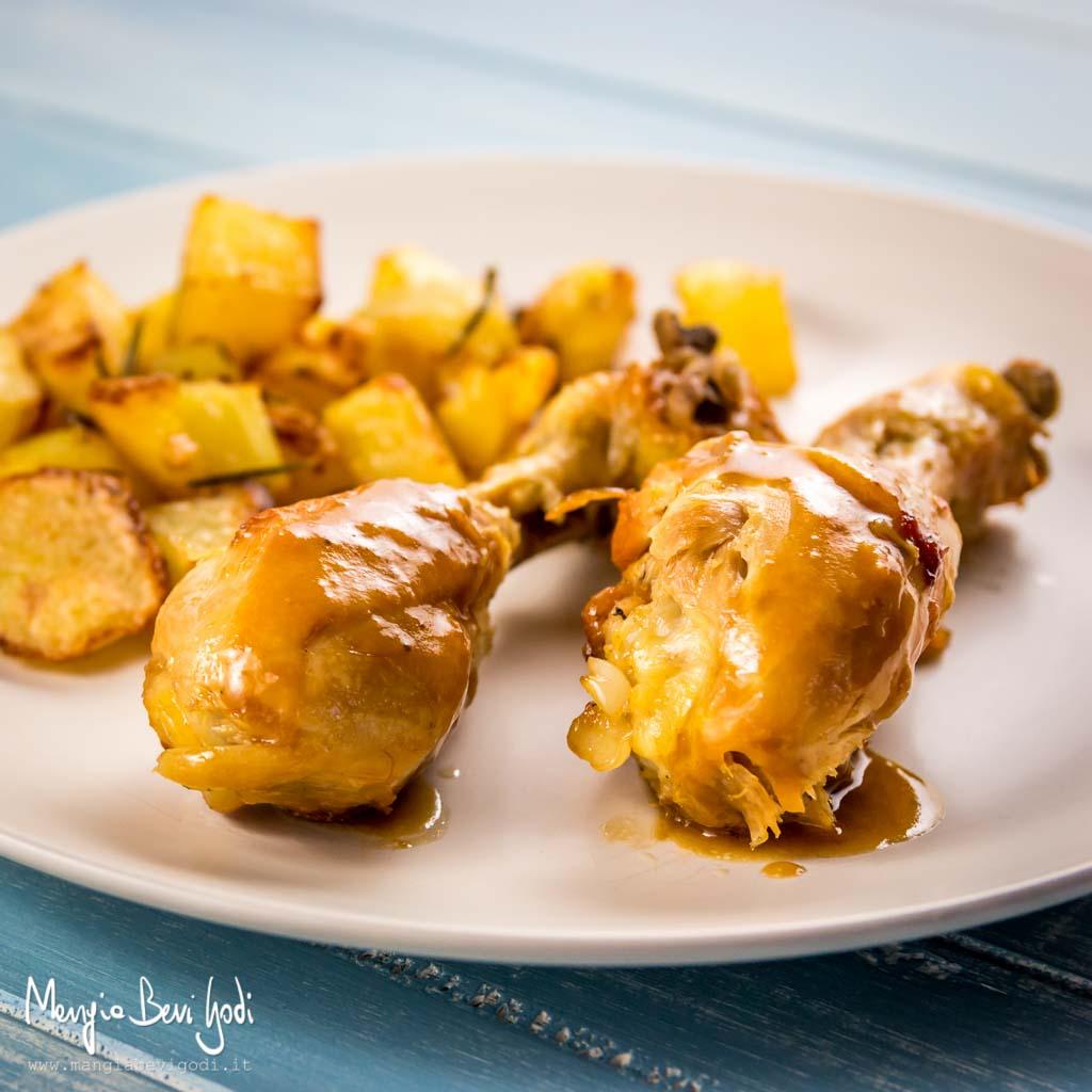 Cosce di pollo alla birra con contorno di patate