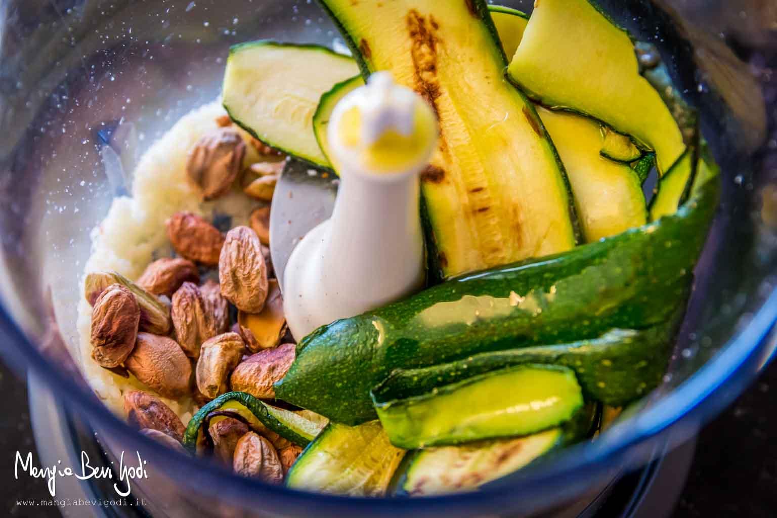 Pesto di zucchine e pistacchi | preparazione