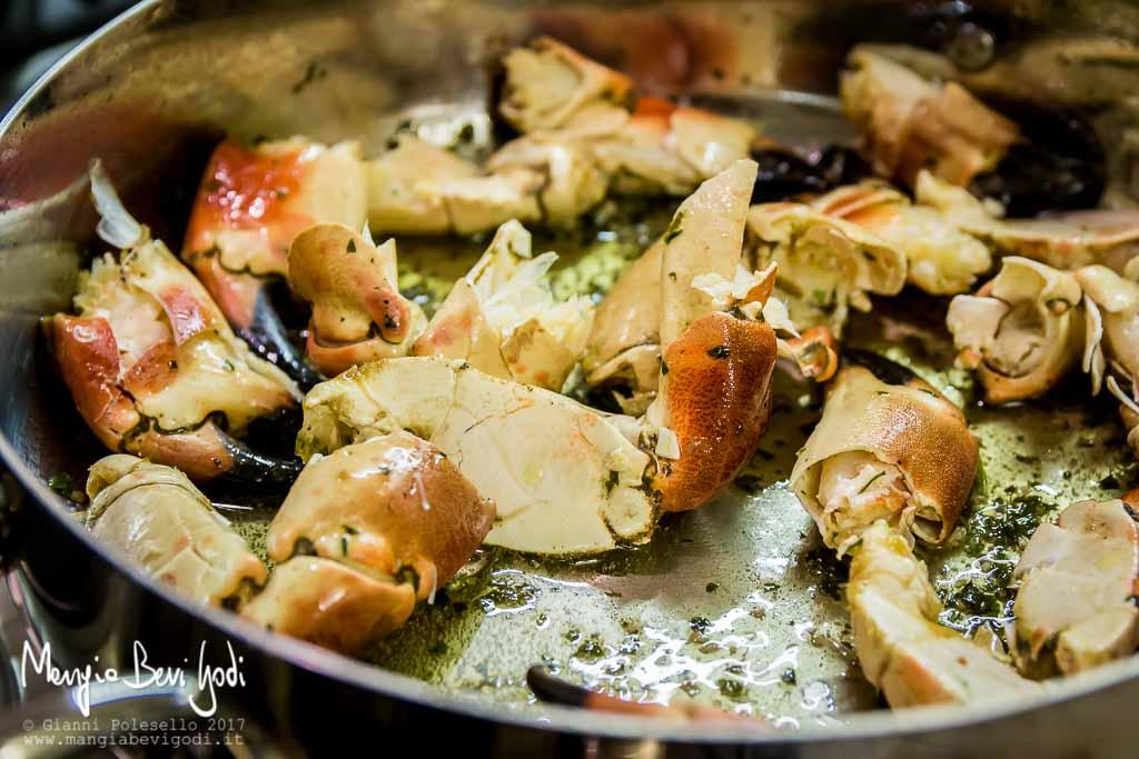 Cottura del granciporro con burro aglio e prezzemolo