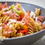 Pasta con salame croccante e peperoni