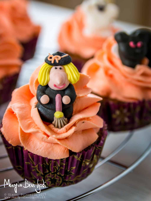 Cupcake ai mirtilli con frosting colorato