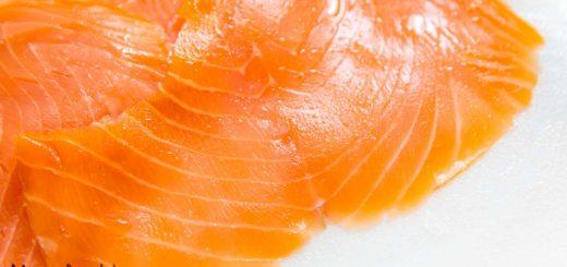 Come si fa a scegliere un buon salmone affumicato