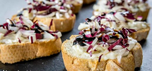 Crostini con radicchio di Treviso e gorgonzola