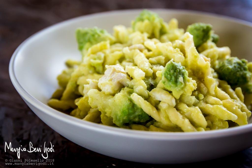 Trofie al ragù di broccolo romanesco e trota