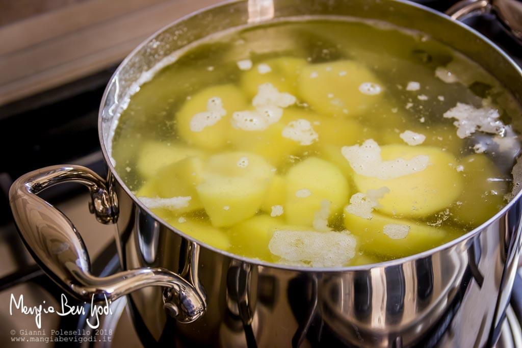 Lessare le patate con il bicarbonato