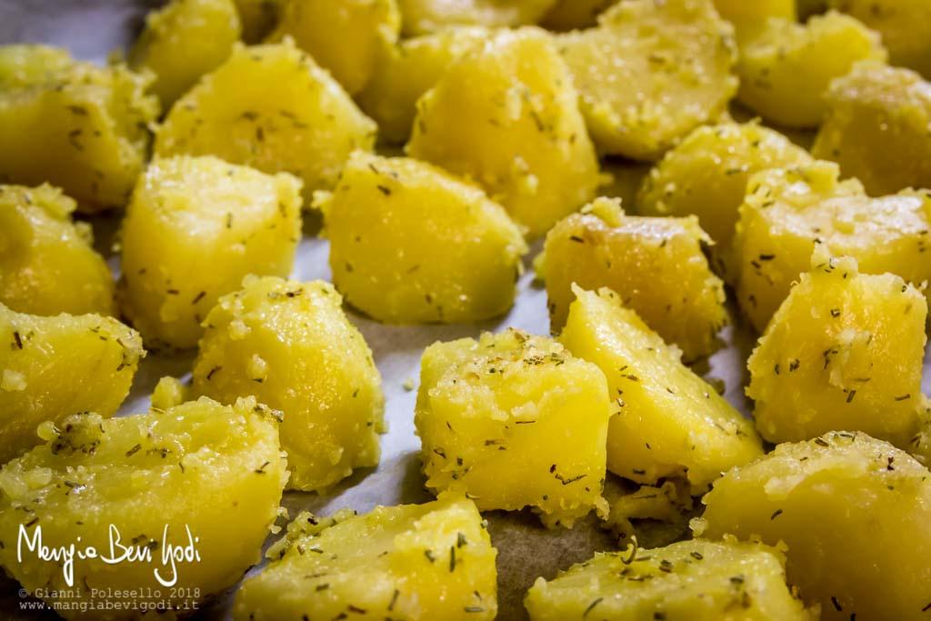 Preparazione patate al forno