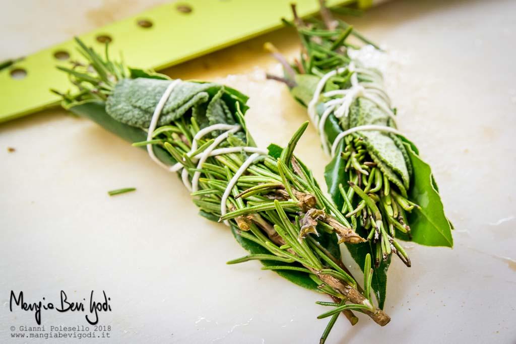 Costine di maiale in umido con funghi mangia bevi godi blog di cucina e ricette - Aromi da cucina ...