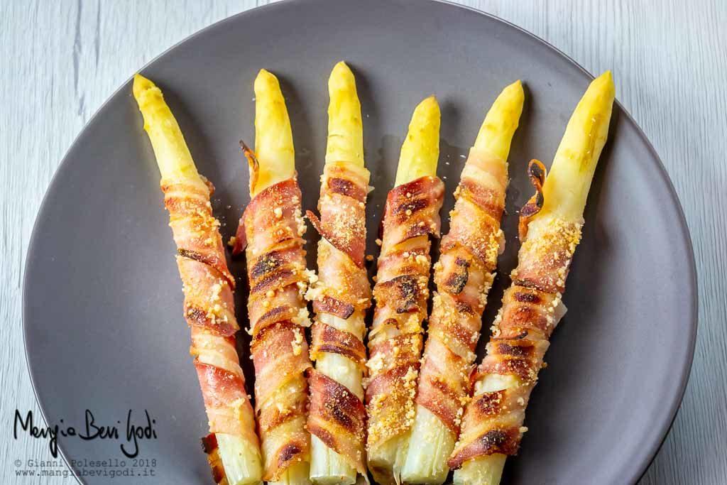 Asparagi avvolti con pancetta al forno