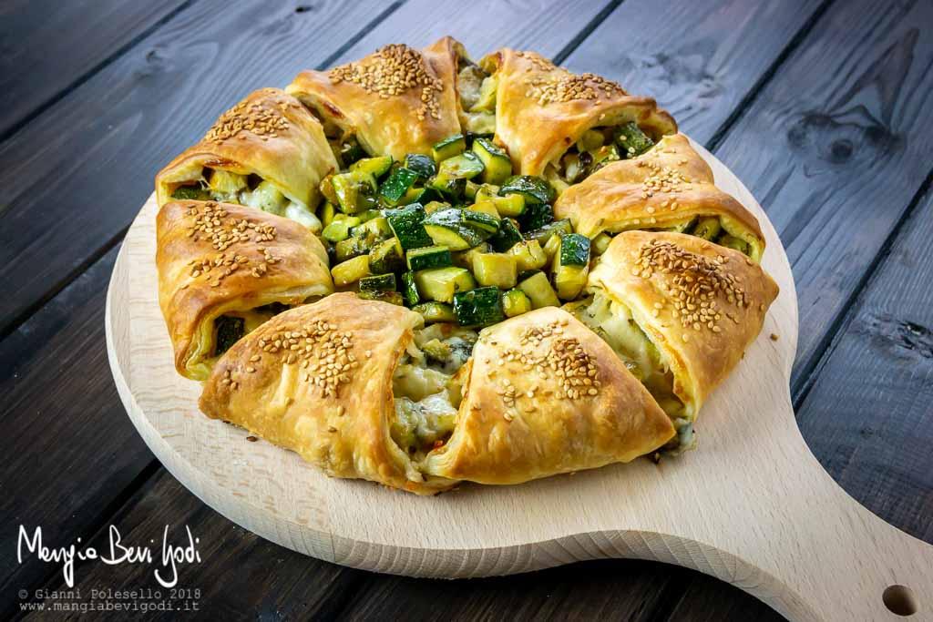 Ciambella di pasta sfoglia con zucchine e formaggio