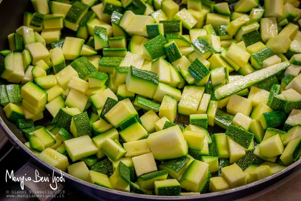 Stufare le zucchine in padella