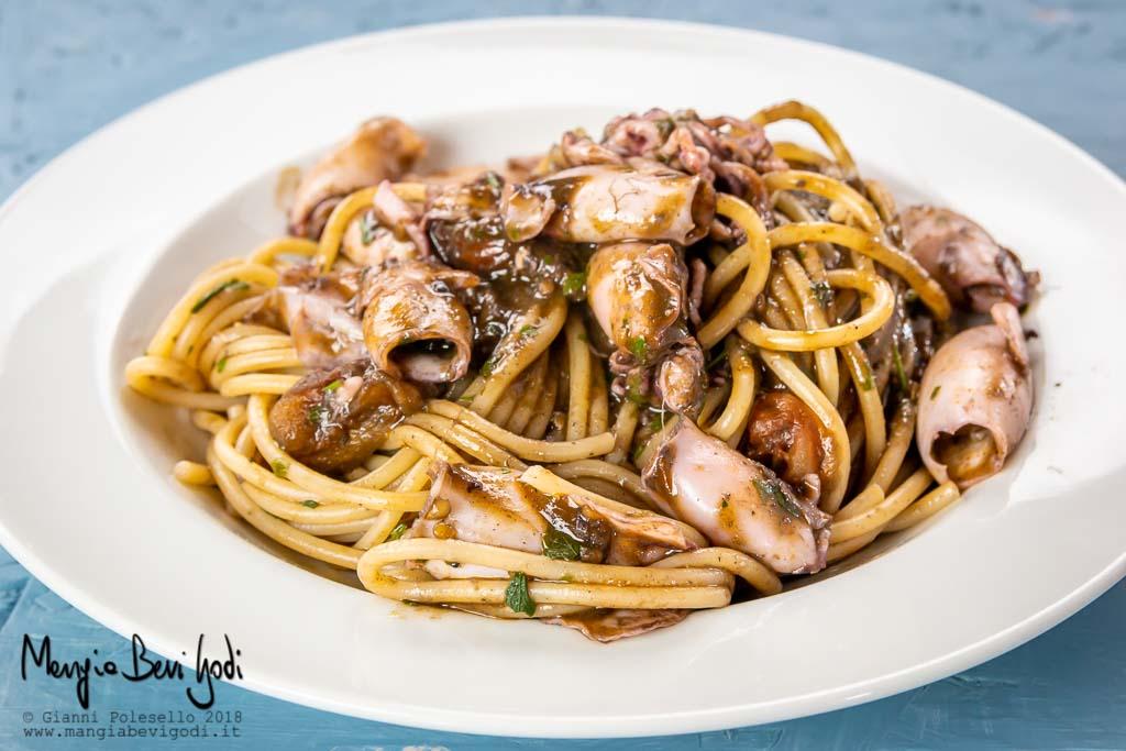 Spaghetti con calamaretti spillo