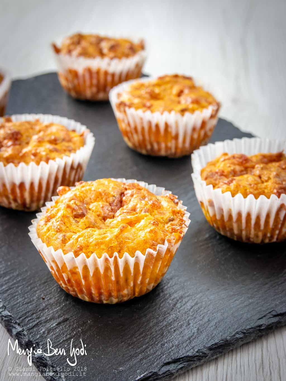 Muffin salati con zucca e pancetta