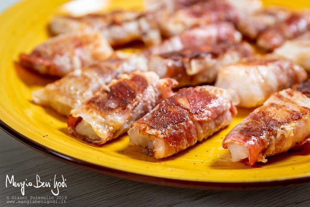 Involtini di merluzzo in padella con pancetta