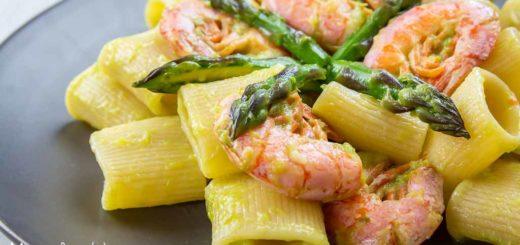 Pasta con asparagi e gamberoni