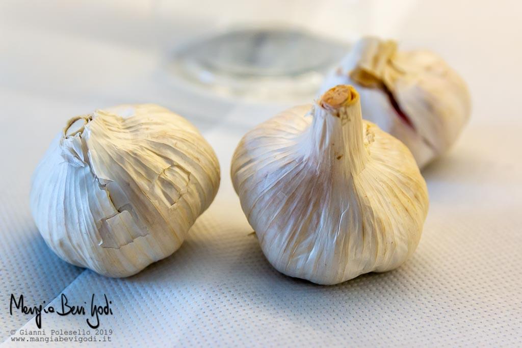 Teste d'aglio intere