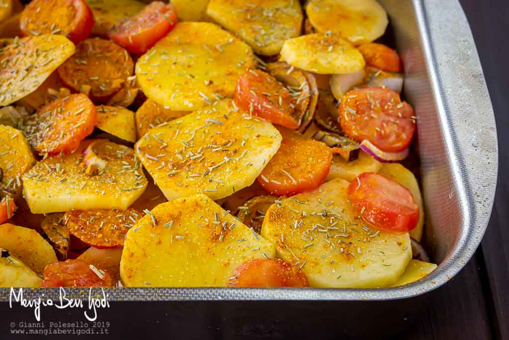 Cottura patate e cipolle al forno