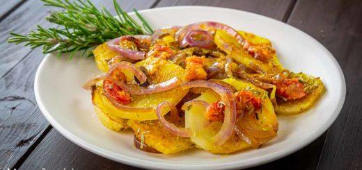 Patate e cipolle alla curcuma al forno