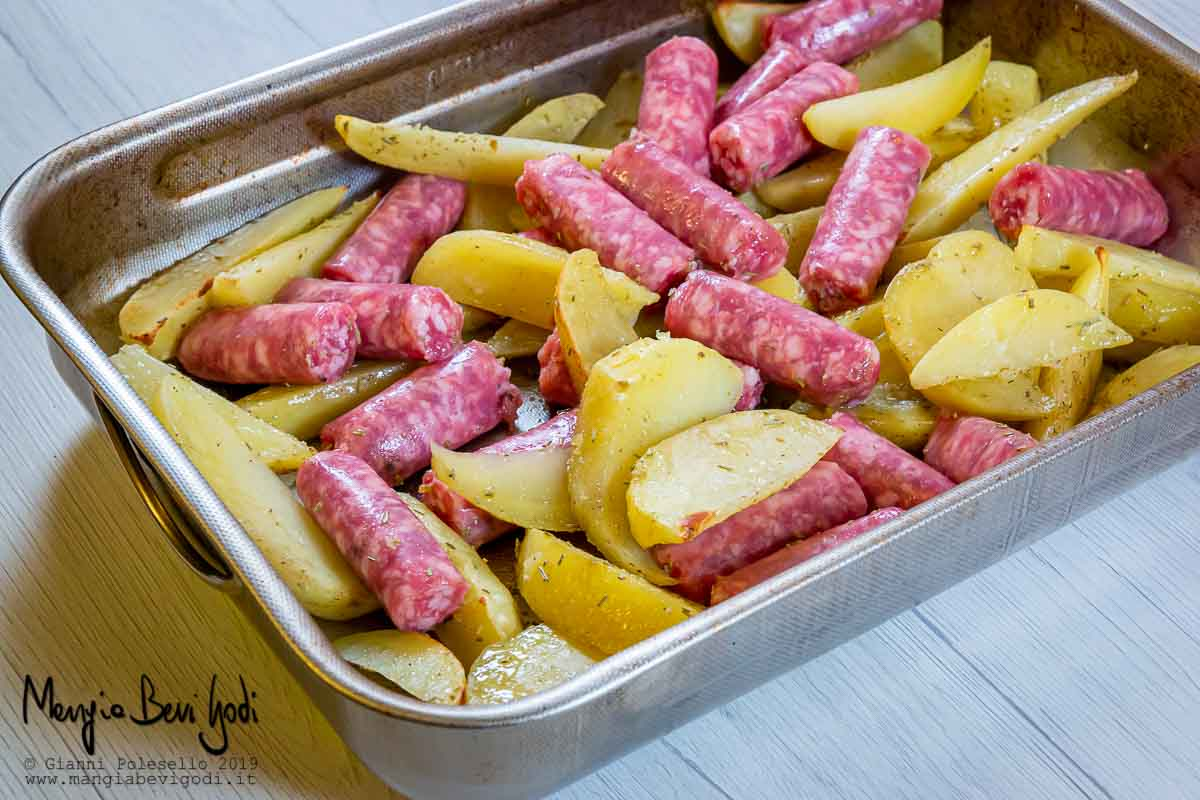 Cottura salsicce e patate al forno