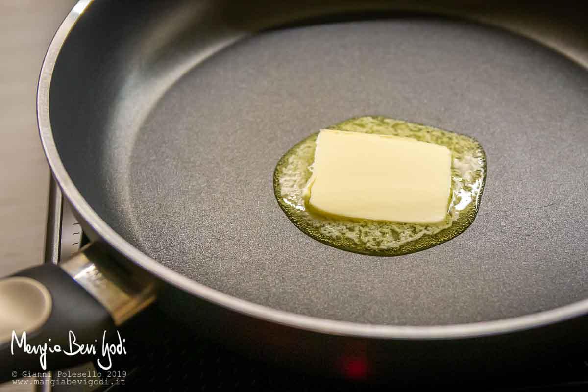 Sciogliere il burro (preparazione pollo all'arancia)