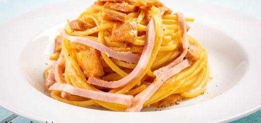 Pasta al sugo rosa con mortadella