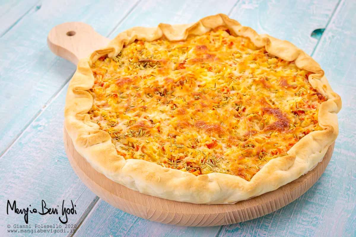 Torta salata con salmone e patate