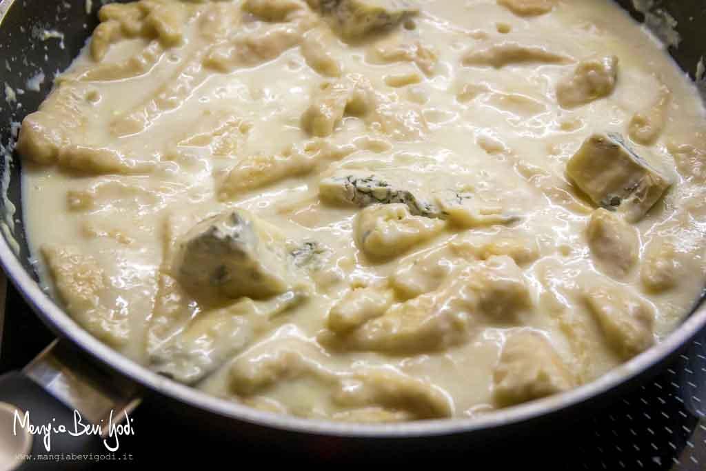 Cottura straccetti di pollo al gorgonzola