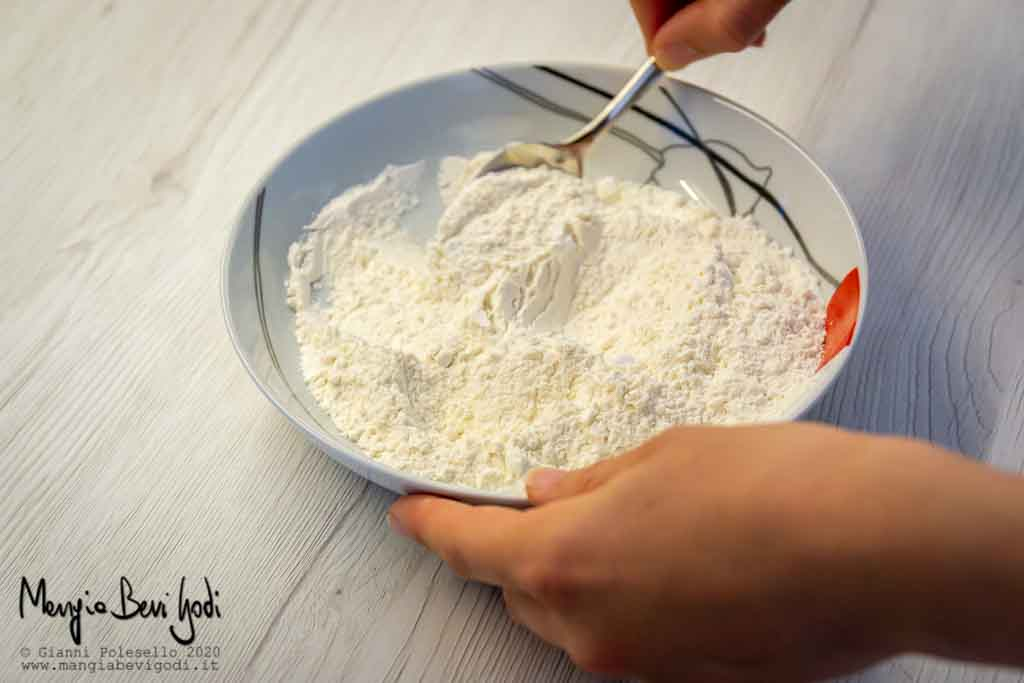 Mescolare ingredienti solidi