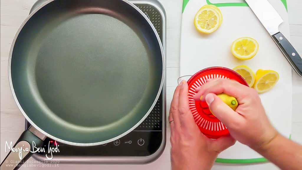Spremere il limone
