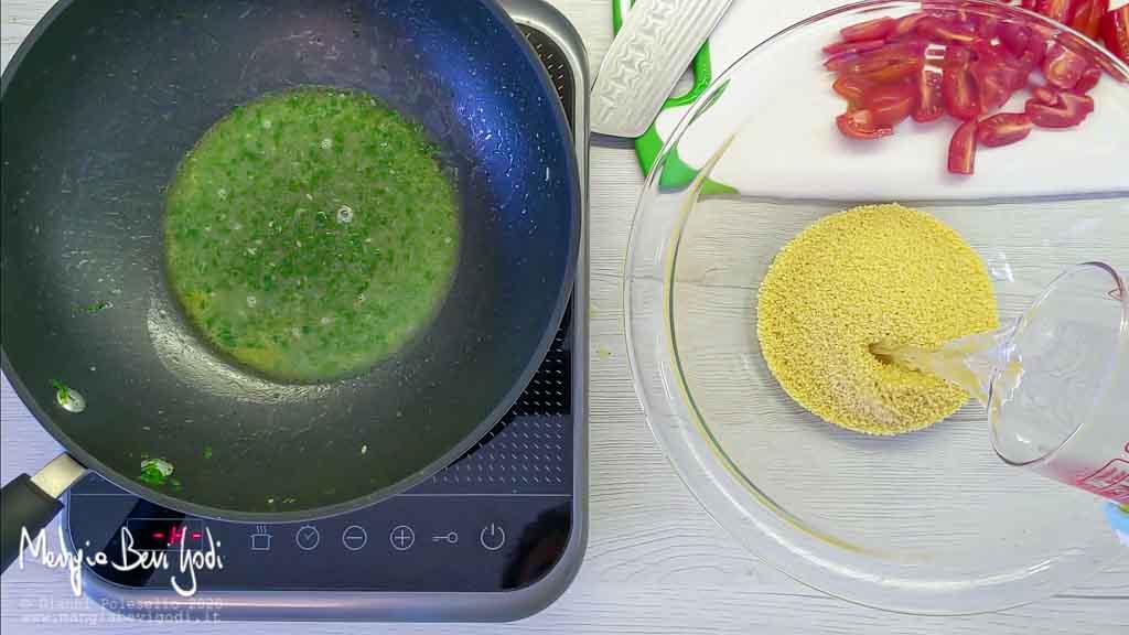 Cottura cous cous con zucchine e gamberi