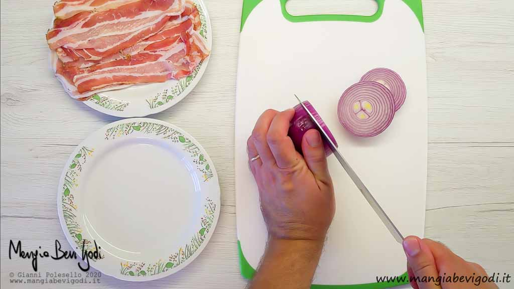 Tagliare la cipolla a rondelle