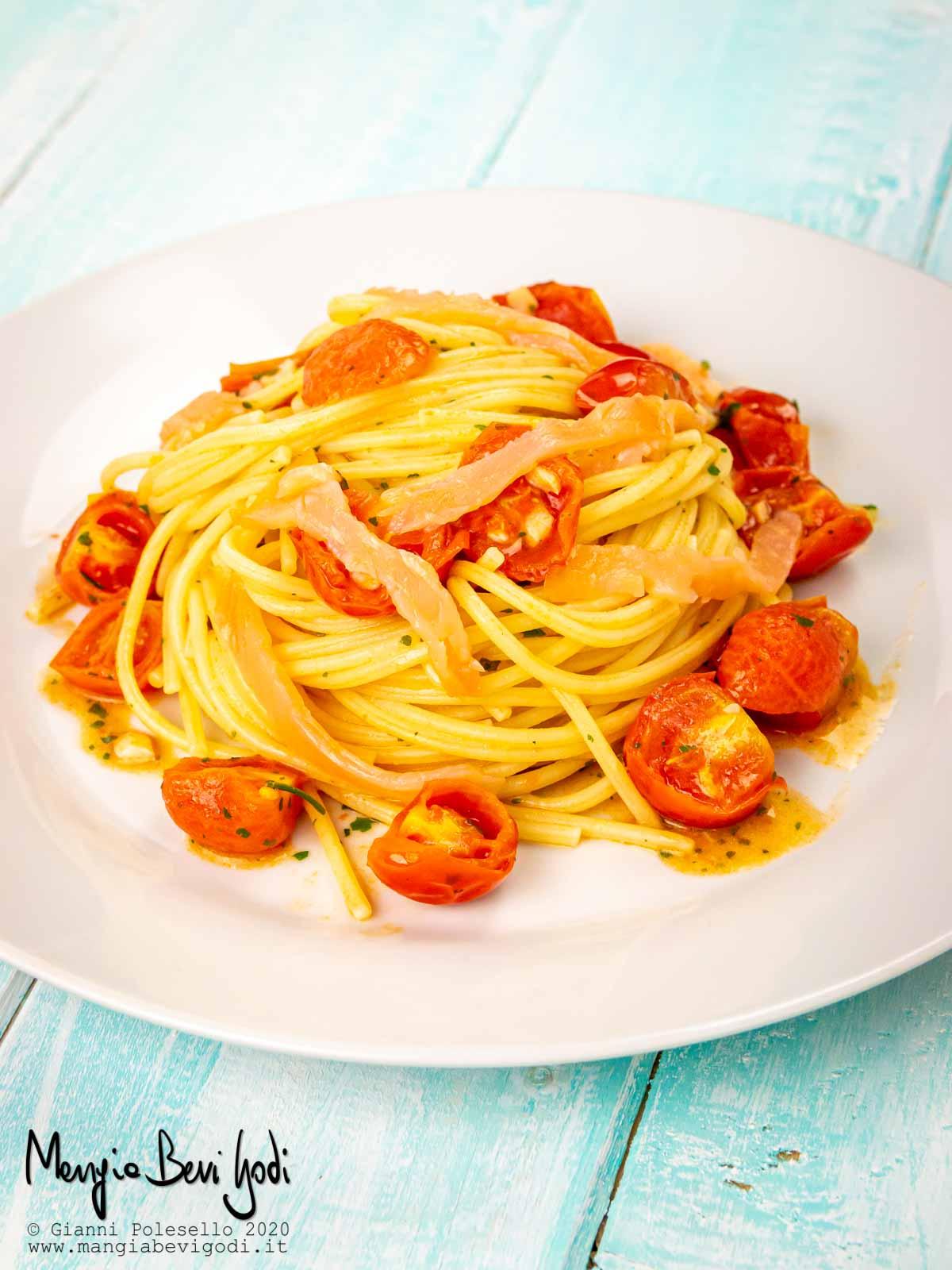 Spaghetti al salmone affumicato e pomodorini