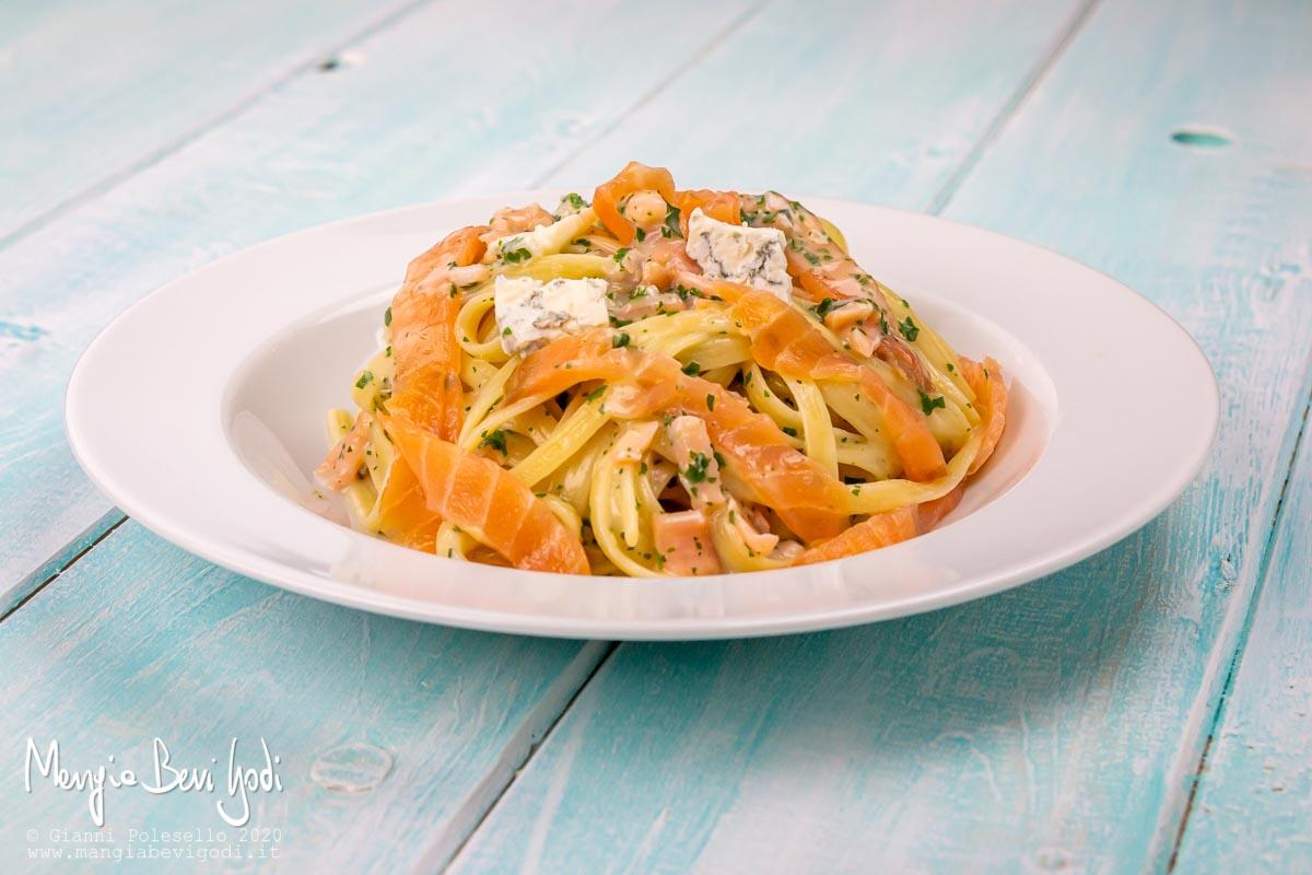 Pasta al salmone e gorgonzola