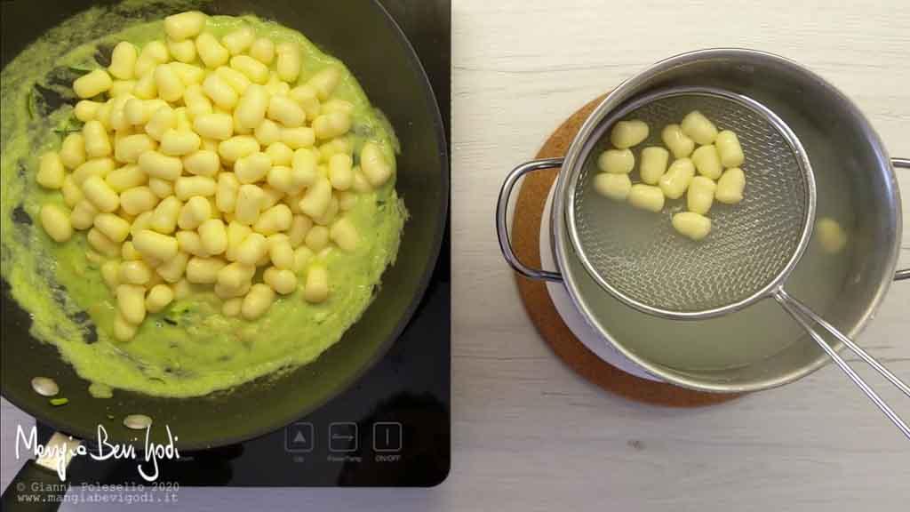 Cottura gnocchi al salmone e zucchine