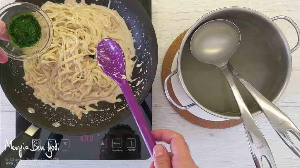 Cottura Linguine al pesto di noci e salmone