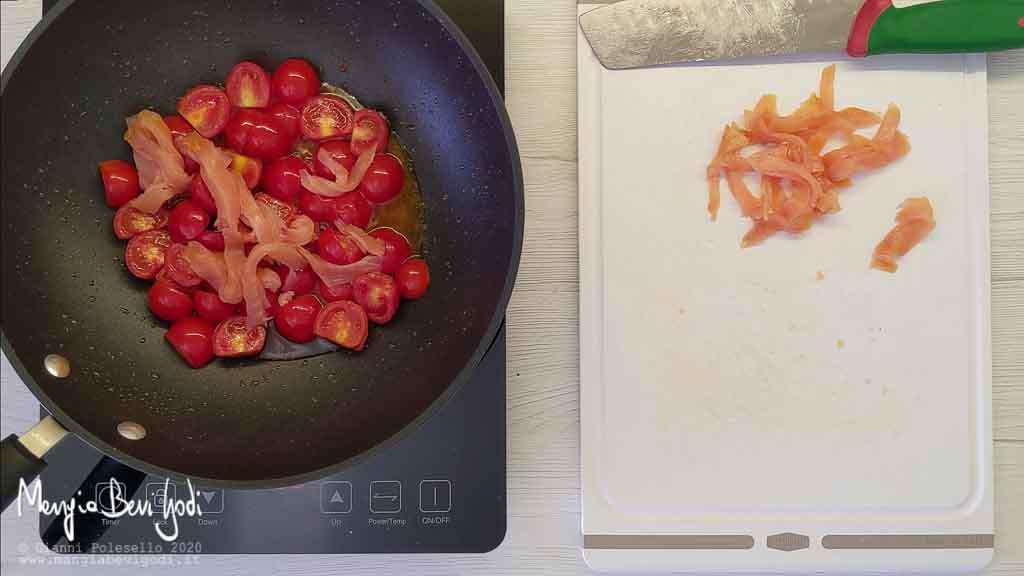 Cottura sugo al salmone affumicato e pomodorini
