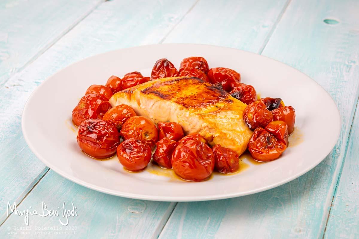 Salmone con pomodorini