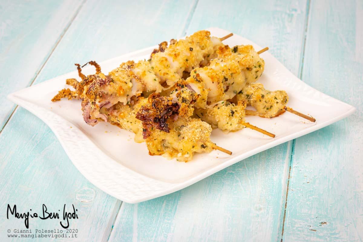 Spiedini di calamari al forno gratinati