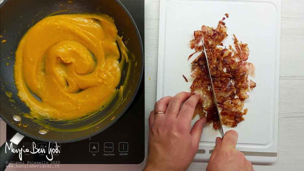 Tritare il bacon croccante